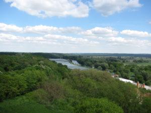 Tolle Aussicht über Flüsse, Seen, Felder und Wälder
